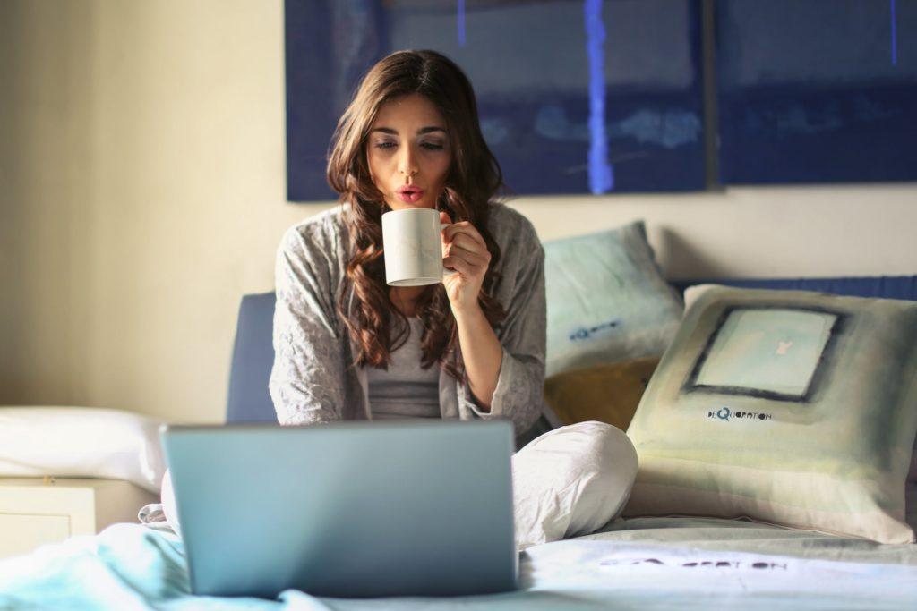 Wady i zalety pracy zdalnej - telepraca - home office