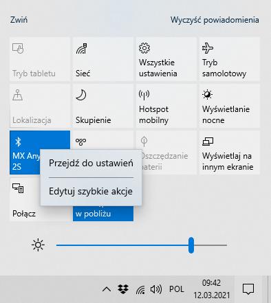 W menu powiadomień Windows znajdziesz m.in. ekran odpowiadający za połączenie Bluetooth. Skorzystaj z niego aby przejść do ustawień